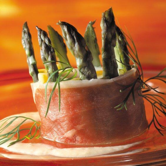 Combinatie van asperges, pastinaak en Ganda Ham