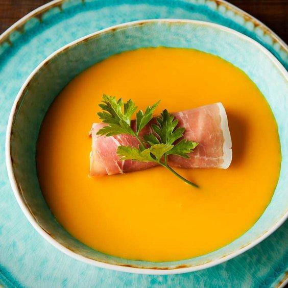 Soupe au potiron avec canneloni de Jambon Ganda et fromage de chèvre